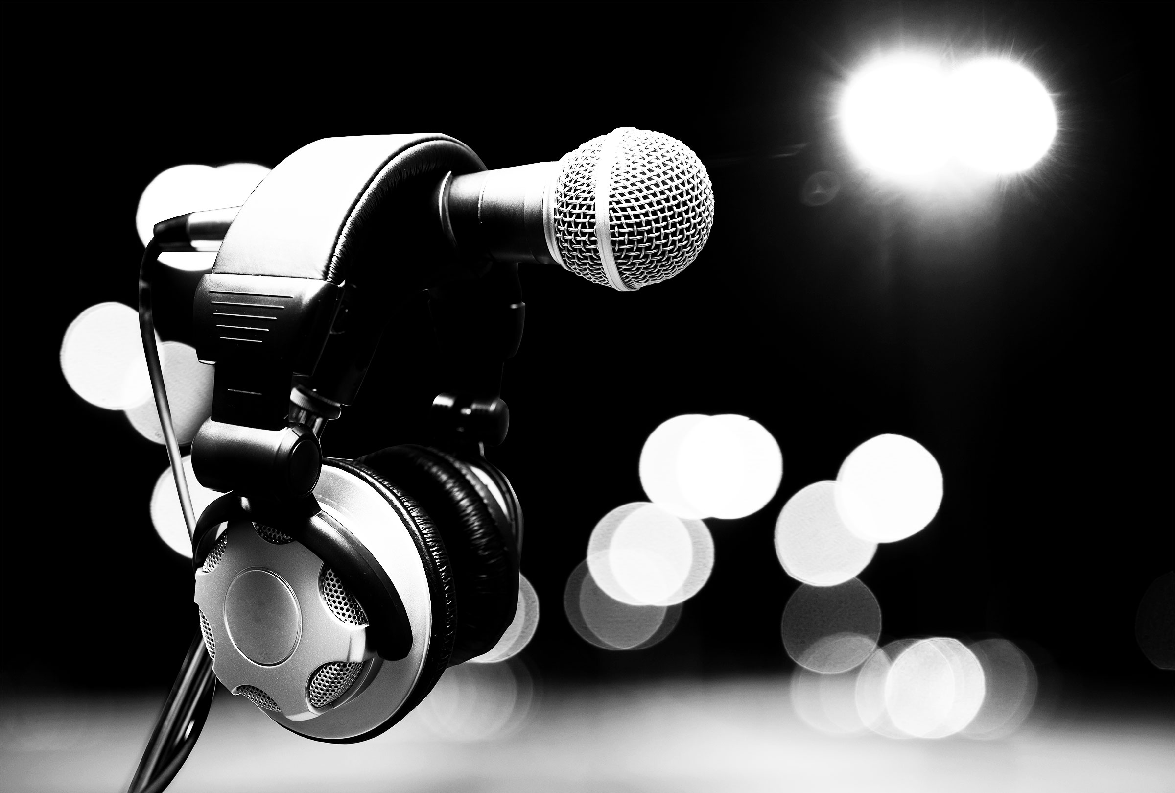 Microphone_Headphones_BW